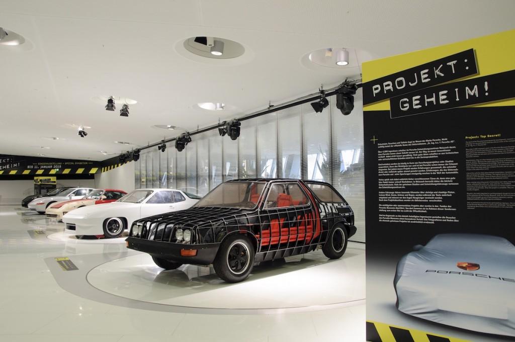 Porsche Museum im Vordergrund Forschungsprojekt Langzeit Auto (FLA)