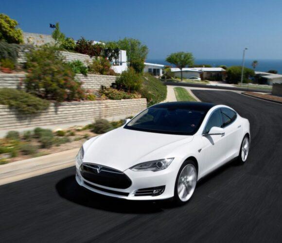 Tesla Model S Allrad