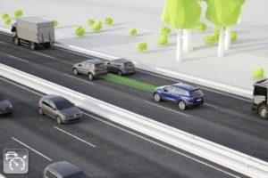 Foto © VW Die Adaptive Cruise Control hält nicht nur die Geschwindigkeit wie ein Tempomat, sondern auch den vorgegebenen Abstand zum Vordermann, mithilfe von Radar-, Laser- und/oder Kamerasensoren