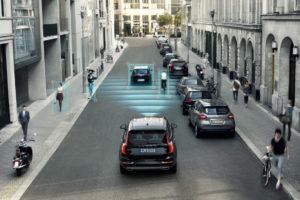 Foto © Volvo Aktive Notbrems-Assistenten erkennen mit Hilfe von Sensoren (Radar, Laser, Kamera) eine kritische Situation, zum Beispiel einen drohenden Auffahrunfall mit dem Vordermann oder Fußgänger auf Kollisionskurs