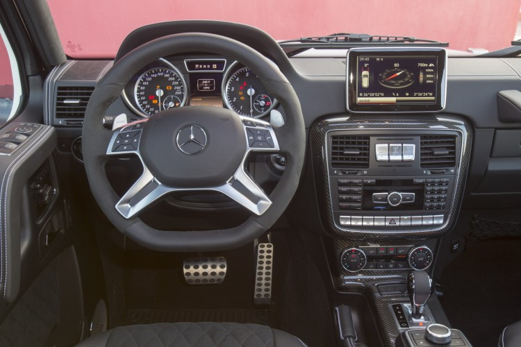 Mercedes-Benz G500 4x4² Cockpit