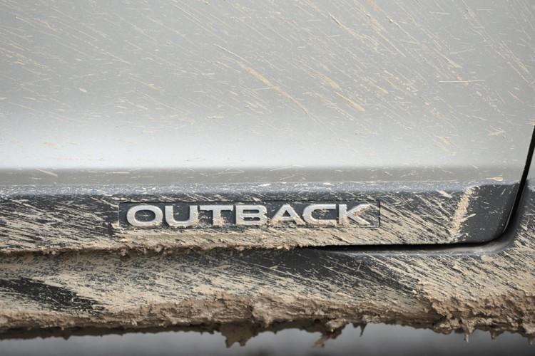 Subaru Outback 2015 sign