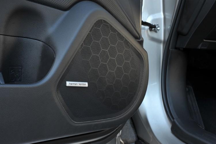 Subaru Outback 2015 Speakers Harman/Kardon left