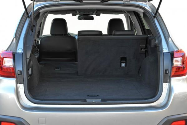 Subaru Outback 2015 Kofferraum geteilt
