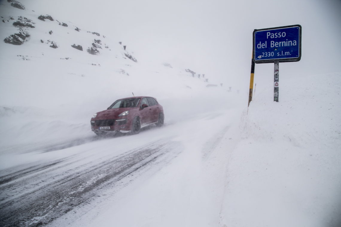 Porsche Cayenne GTS Winterfahrtraining Samedan 2015