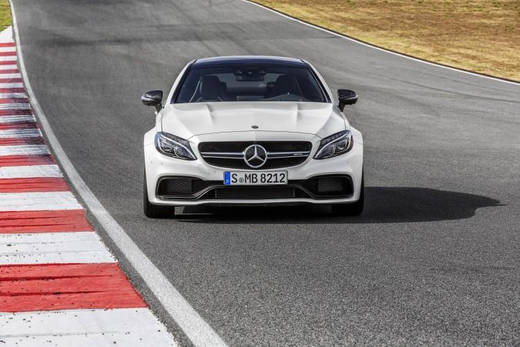 4x4Schweiz News: Mercedes-AMG C 63 Coupé auf der Geraden der Teststrecke