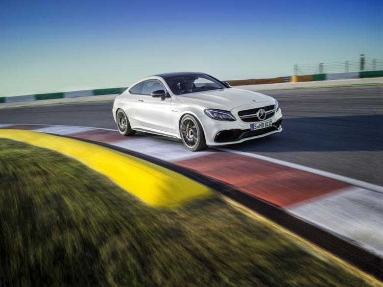 4x4Schweiz News: Mercedes-AMG C 63 Coupé auf der Teststrecke in der Kurve