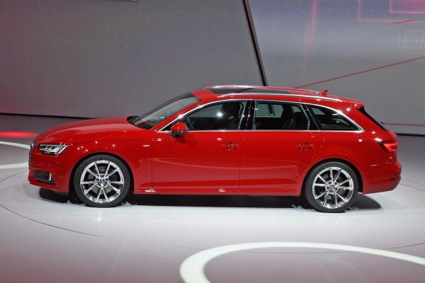 Audi zeigt die mittlerweile 9. Generation ihres wichtigsten Modells. Auf den ersten Blick ähnelt der A4 seinem Vorgänger stark. Nur leicht wurde an der Kontur gefeilt. Doch die Ingolstädter haben sich einiges einfallen lassen, um die Erfolgsgeschichte des Erzrivalen vom 3er BMW und der Mercedes C-Klasse fortzuschreiben.