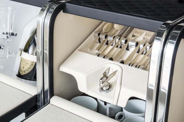 Zum Start wird ein spezielles Mulliner-Hamper-Set für den Bentley Bentayga erhältlich sein.