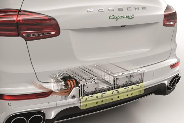 Porsche Cayenne S Hybrid Die Akkus befinden sich im Heck