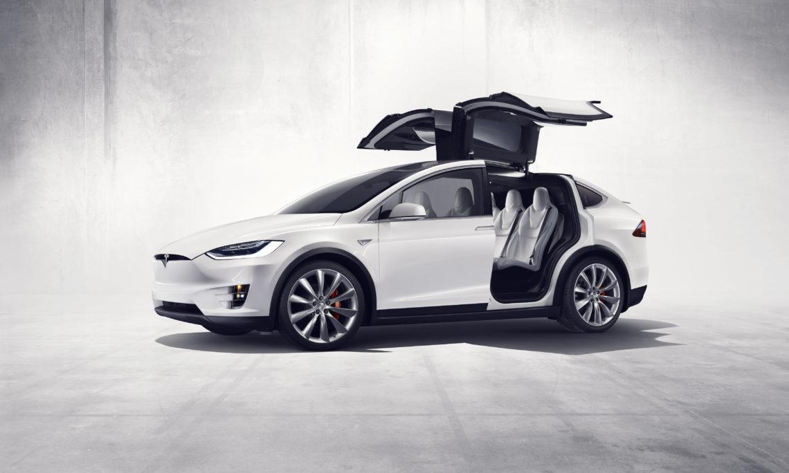 Tesla Model X: mit Flügeltüren und Elektropower