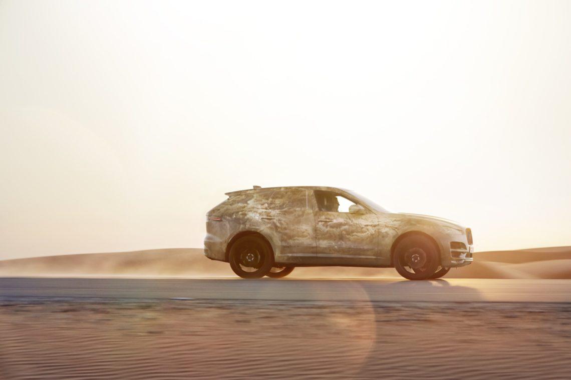 Schotter und Kies fordern den Jaguar F-Pace
