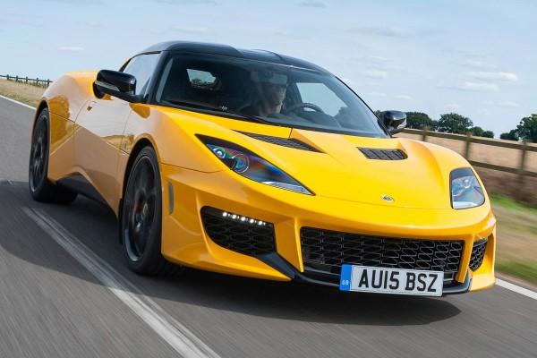 Der Evora 400, der stärkste und schnellste Lotus aller Zeiten, verfügt über ein verlängertes Alu-Chassis und der 3,5-Liter-V6 leistet jetzt406 PS.