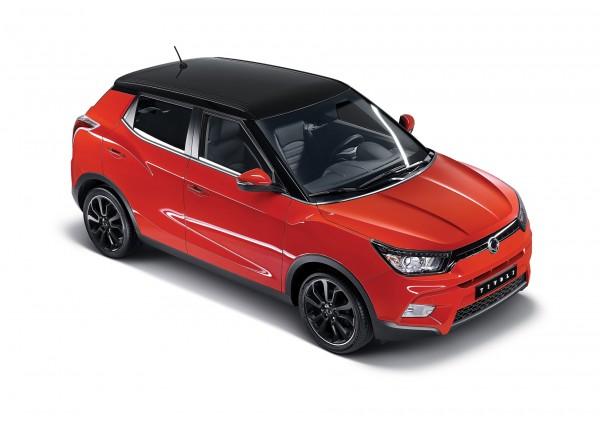 Der Kompakt-SUV SsangYong Tivoli bietet benutzerfreundliche Elektronik, Platz für fünf Personen und einen der grössten Innenräume seiner Klasse. Ab sofort steht die gesamte Modellpalette zur Verfügung: 2 Motoren (Diesel/Benzin), 2 Getriebevarianten (manuell/automatisch) und 2 Antriebsarten (4WD/2WD). Alle Möglichkeiten sind frei miteinander kombinierbar.  Unter der Haube des SUV-Crossover Korando Modelljahr 2016 schlägt ein neues Herz. Die zwei neuen Antriebe nach Euro-6-Norm sind ein 2,2-Liter-Diesel- (178 PS / 400 Nm) oder 2,0-Liter-Benzinmotor. Jeweils kombinierbar mit einem 6-Gang-Schalt- oder Automatikgetriebe, das schnelle Gangwechsel und eine verbesserte Laufkultur garantiert.