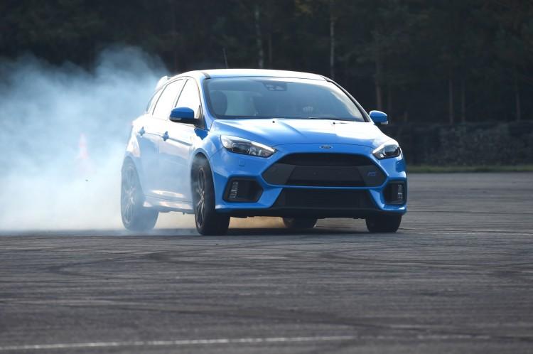Ford Focus RS erste Mitfahrt Driftmodus