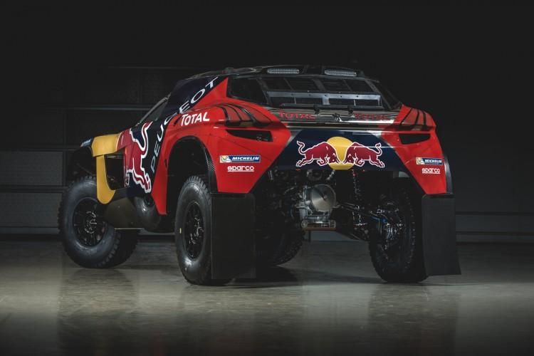 Peugeot hat den 2008 DKR für die Rallye Dakar 2016 grundlegend überarbeitet. Er ist jetzt breiter, schneller, flacher und stärker.