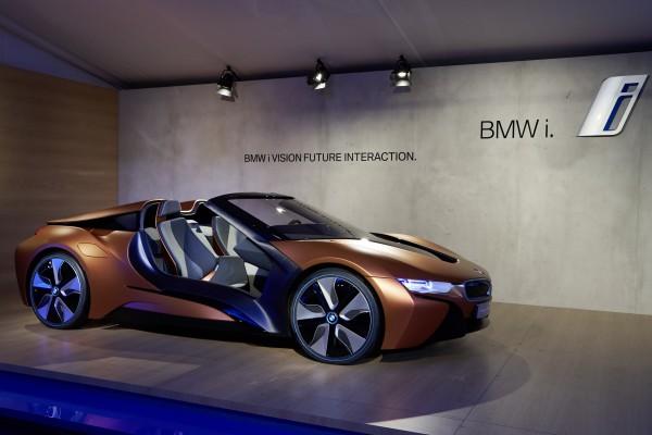 BMW i8 Spyder-Studie sowie Cloud-Diensten
