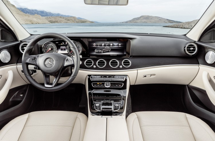 4x4Schweiz-News: die neue Mercedes-Benz E-Klasse (W 213) 2016, E 400 4MATIC, Interieur schwarz/macciato Interior black/macciato