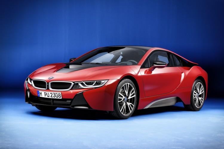 BMW i8 Protonic Red Edition seitliche Ansicht