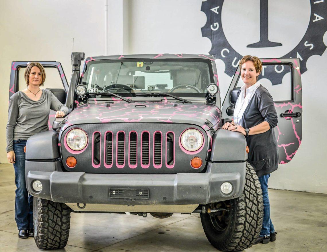 Jeep schickt zwei Frauen in die Wüste.