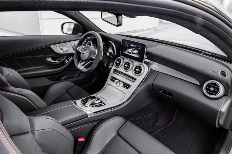 4x4Schweiz-News: Mercedes-AMG präsentiert mit dem Mercedes-AMG C 43 4Matic Coupé nun den kleineren Bruder des Mercedes-AMG C 63, ein Blick ins Cockpit