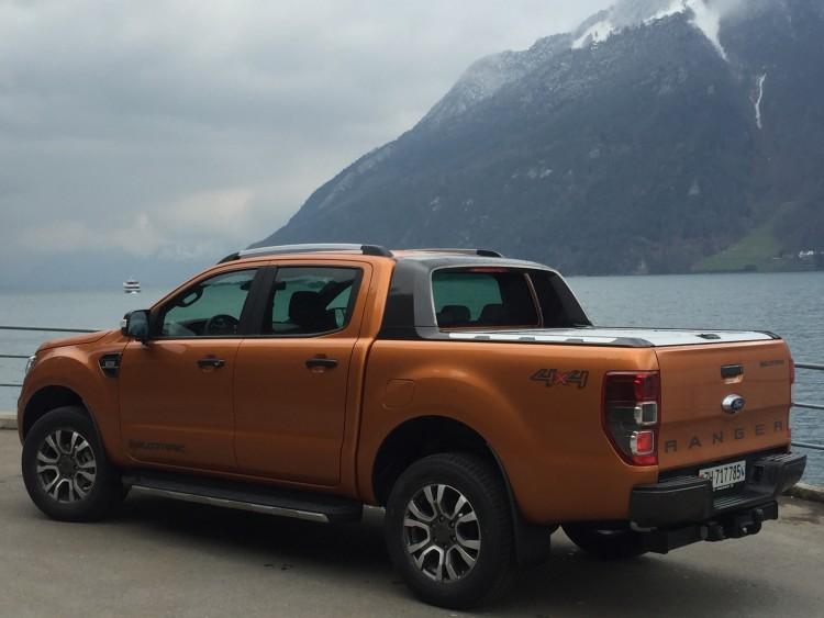 4x4Schweiz-News: der neue Ford Ranger Pick-up Heckansicht vor See