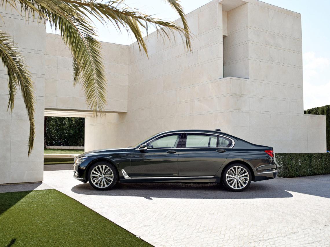 4x4Schweiz-News: BMW präsentiert mit dem BMW 750d xDrive den weltweit stärksten Sechszylinder-Diesel. BMW 750d xDrive black