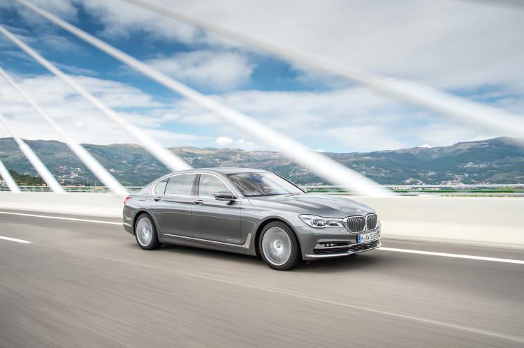 4x4Schweiz-News: BMW präsentiert mit dem BMW 750d xDrive den weltweit stärksten Sechszylinder-Diesel. BMW 750d xDrive silber