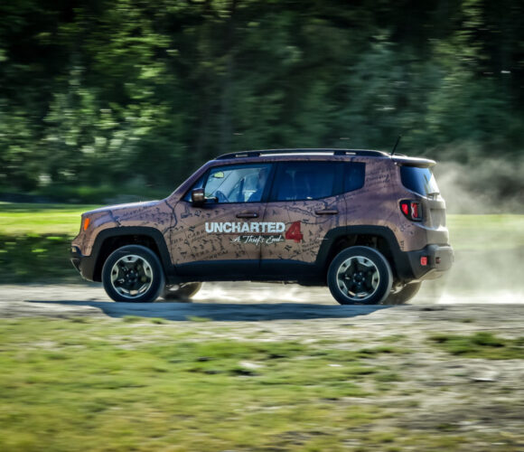 Jeep Renegade und Uncharted 8