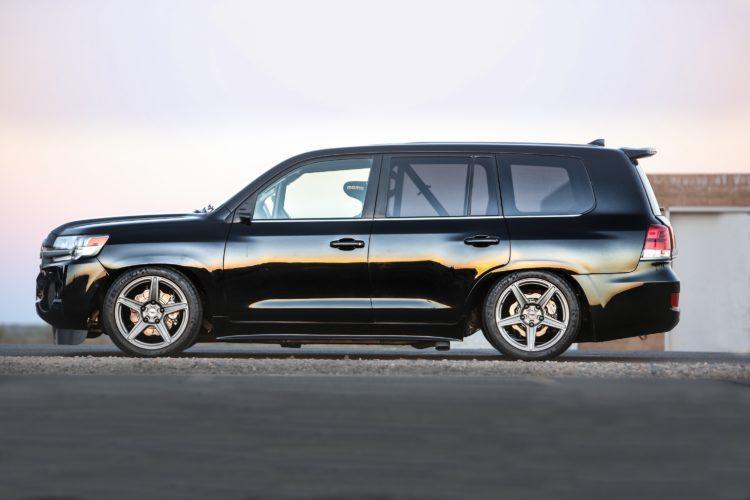 Eigentlich ist der Toyota Land Cruiser ein Hochbeiner, doch der Umbau zum Land Speed Cruiser verlangte nach einer drastischen Tieferlegung