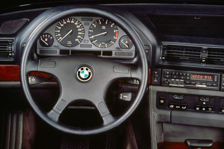 Der Arbeitsplatz des BMW 750i Generation E32