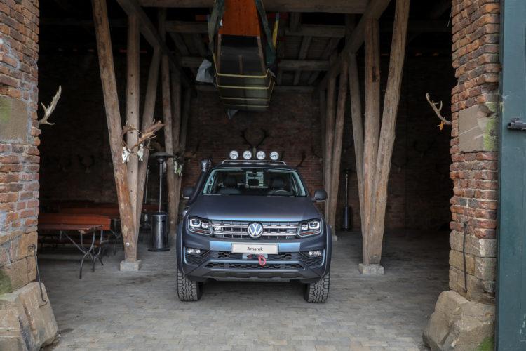 4x4Schweiz-Test: VW Amarok 4Motion V6 in der Halle mit Boot
