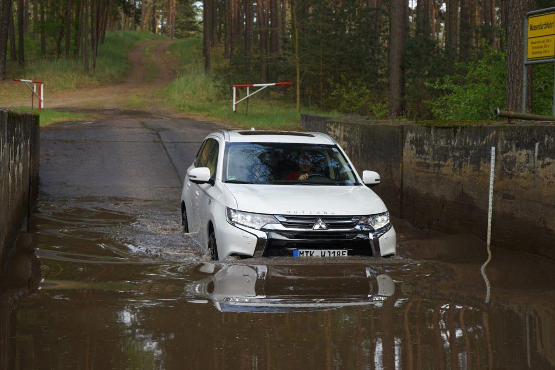 Mitsubishi Outlander PHEV Wasserdurchfahrt