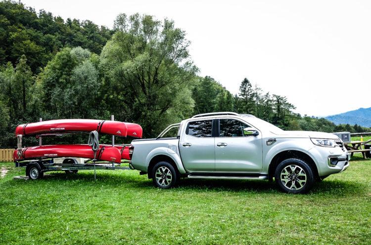 Renault Alaskan mit Anhänger