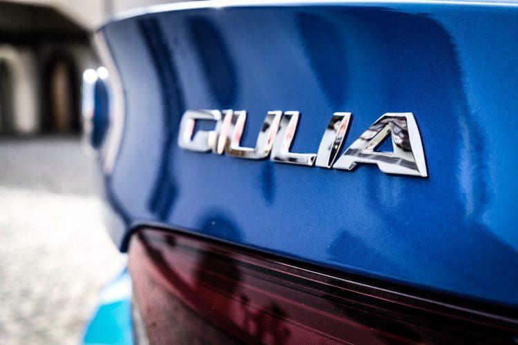 Alfa Romeo Giulia Q4 Veloce - Emblem