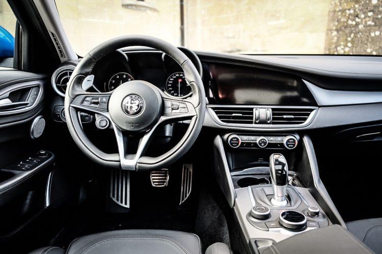 Alfa Romeo Giulia Q4 Veloce - Cockpit