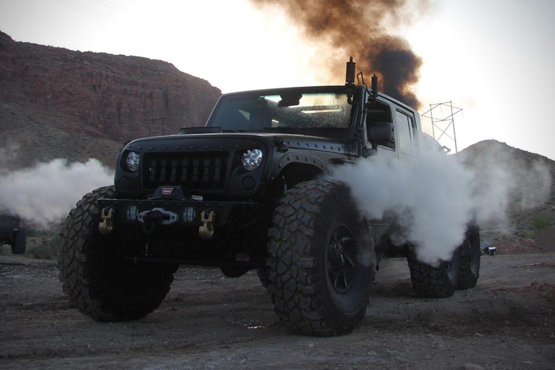 Jeep Wrangler Unlimited 6x6 'LOCO HAUK' dampft und raucht
