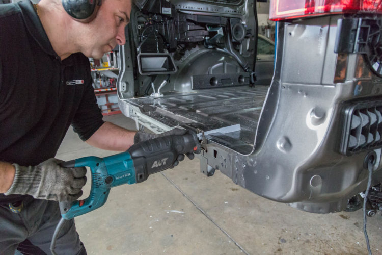 Kirchhoff Mobility AG: Ausschneiden Hecktraverse Mercedes-Benz V-Klasse