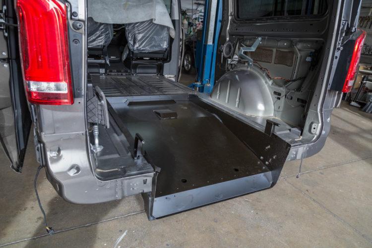 Kirchhoff Mobility AG: Bodenwanne in Mercedes-Benz V-Klasse