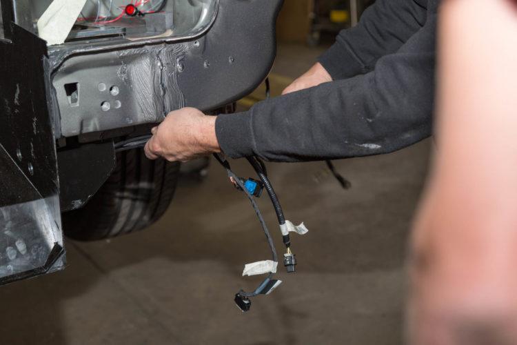 Kirchhoff Mobility AG: Verlegen der Parksensoren in der Mercedes-Benz V-Klasse