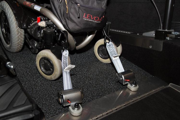 Kirchhoff Mobility AG: Verankerung für Rollstuhl in der Mercedes-Benz V-Klasse