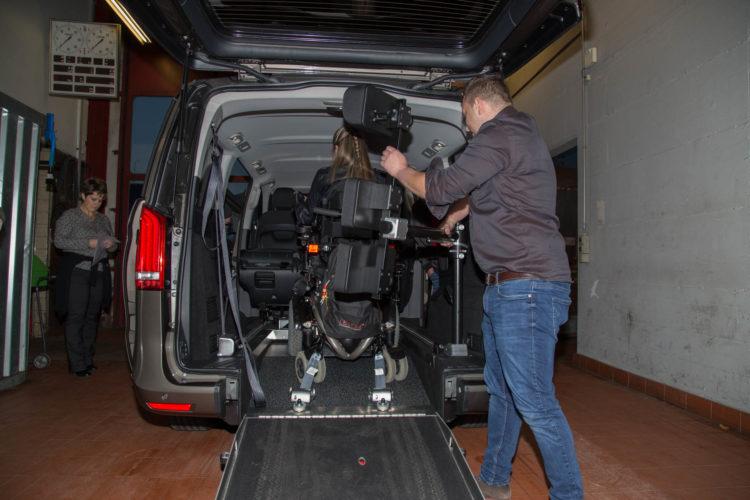 Kirchhoff Mobility AG: Demonstration der Rücken- und Kopfstütze Mercedes-Benz V-Klasse