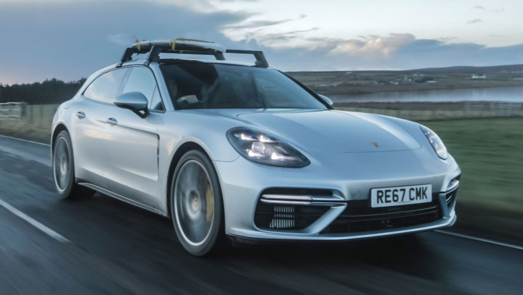 Porsche Panamera Turbo Sport Turismo auf Strasse