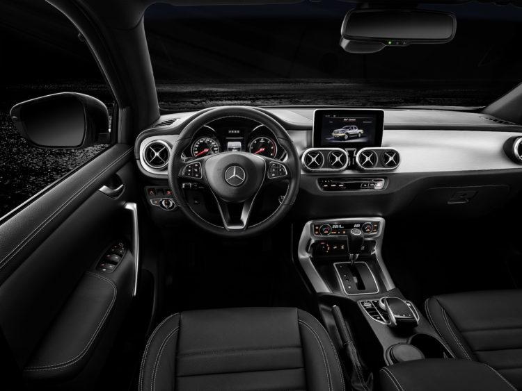 Mercedes-Benz X 350 d 4MATIC Cockpit