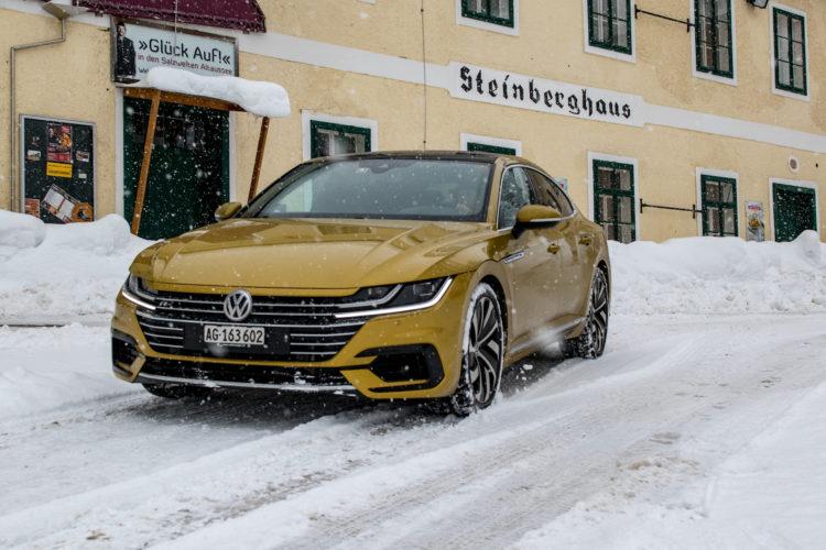 VW Arteon 4Motion vor Hotel