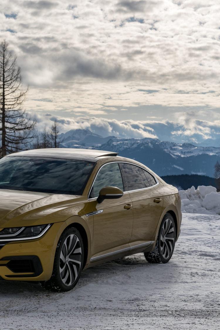 VW Arteon 4Motion Front links mit Berpanorama