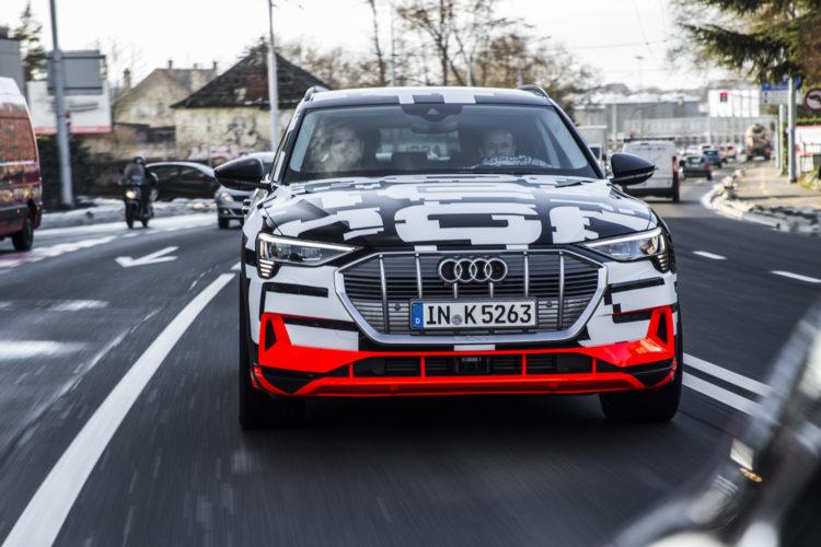 Audi e-tron-Prototyp auf der Strasse