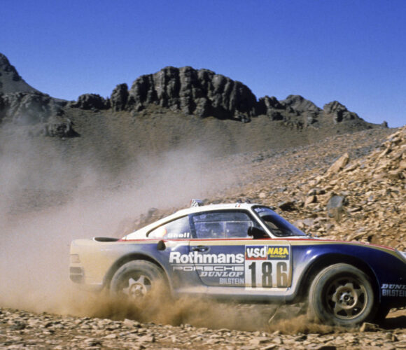 1986: Porsche 959 Paris-Dakar mit elektronisch gesteuertem, variablen Alltradantrieb
