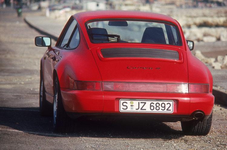 1988: Porsche 911 Carrera 4: differenzialgesteuerter Allradantrieb mit zentralem Planetendifferenzial