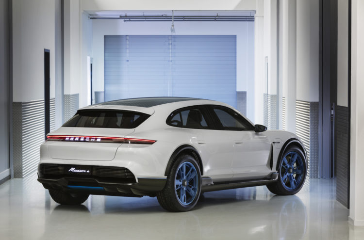Porsche Mission E Cross Turismo am GIMS2018